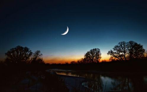 1076 Місячний календар на серпень 2018 року
