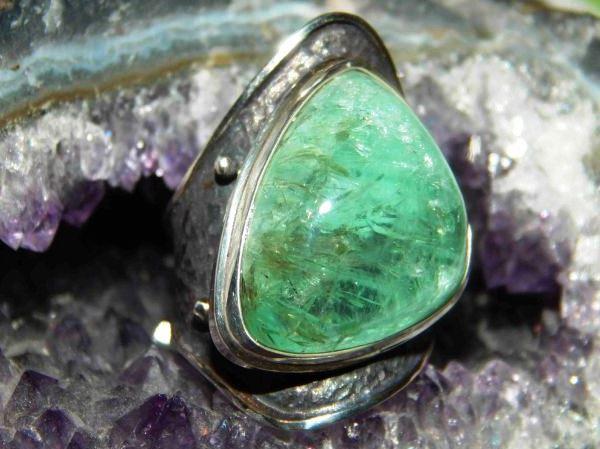 3223 Камінь, Берил