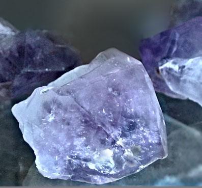 3409 Камінь, Кристали