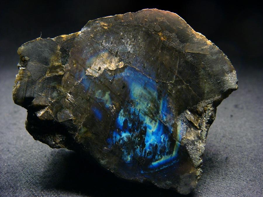 3413 Камінь, Лабрадорит