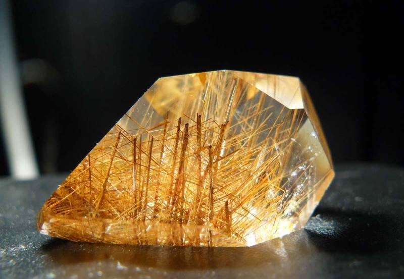 3449 Камінь, Рутиловий кварц