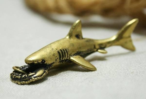 3596 Талісман тварина Акула